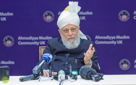 Head of Muslims Calls for a Curb on Arms Trade